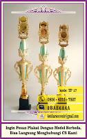 contoh topi wisuda, daftar harga piala trophy, distributor piala