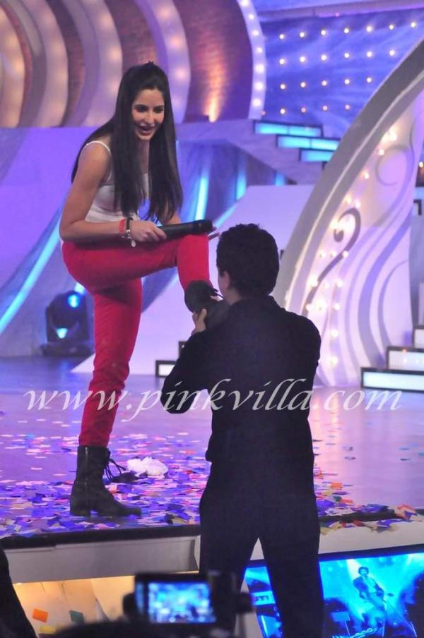 Imran Khan Touches Katrina's Feet @ Just Dance