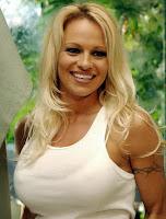 Pamela Anderson é eleita personalidade do ano pela PETA