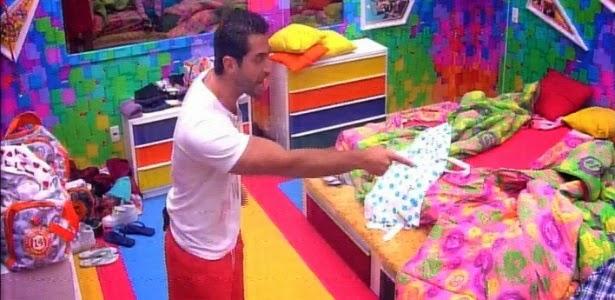 Marcelo acusa Angela de colocá-lo no paredão com seu voto em Vanessa