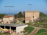 Les masies de Cal Simon i Cal Correu del veïnat de Matamala del terme de Gaià