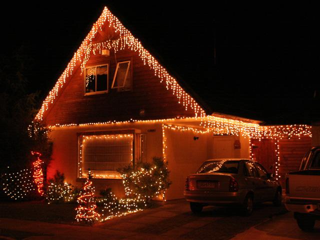 Casas iluminadas con luces de navidad imagenes de navidad - Luces navidad exterior ...