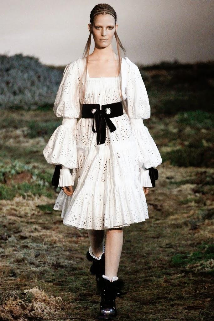 Alexander McQueen Paris Fashion Week Otoño Invierno 2014-2015 12