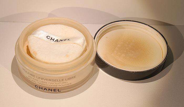 how to use chanel loose powder