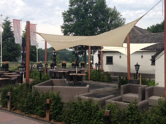 Arbrini design tuinmeubelen - Overdekt terras voor restaurant ...