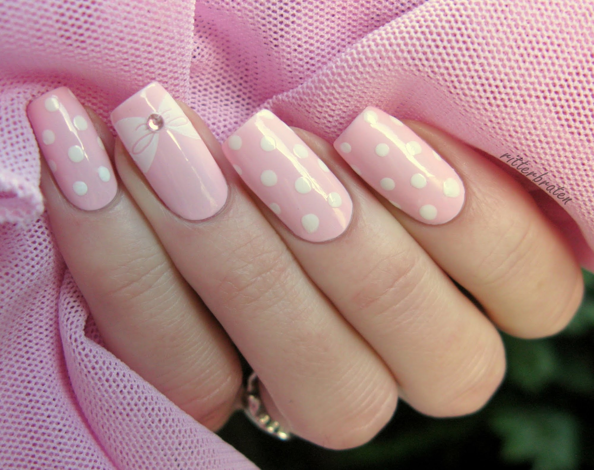 nails dots bows