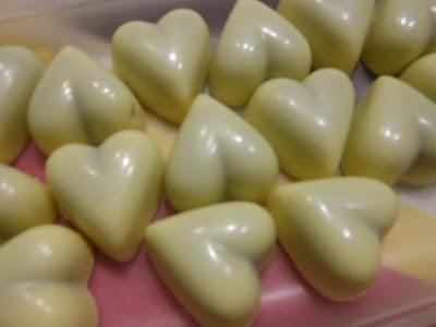 Praline au chocolat blanc, intérieur ganache café