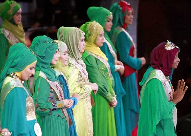 Foto-Foto Pertandingan Ratu Cantik Dunia Muslimah 2013 Di Jakarta