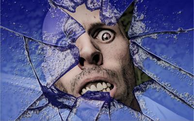 Membuat Efek Pecahan Kaca dengan Photoshop