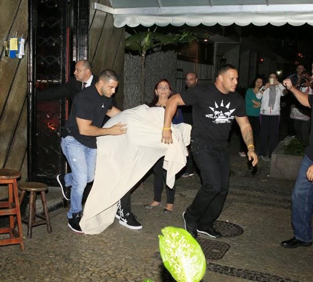 Fotos Justin Bieber saindo do puteiro no RJ