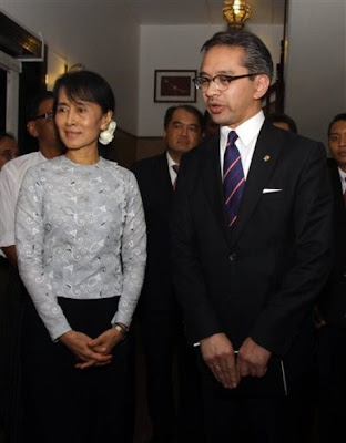 >Indonesia hints at support for Burma ASEAN chair