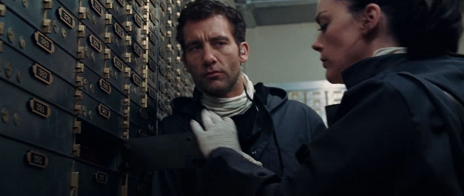 analysis of the film inside man Detailed plot synopsis reviews of inside man master thief dalton russell (clive owen) is a man with a plan one fine summer day in new york city, he and his gang seize control of a large wall street bank, sealing the doors and forcing their hostages to don clothing identical to their own disguises.