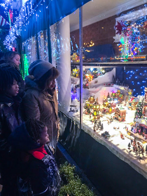 Things to Do in NYC for the Holidays - Dellah's Jubilation