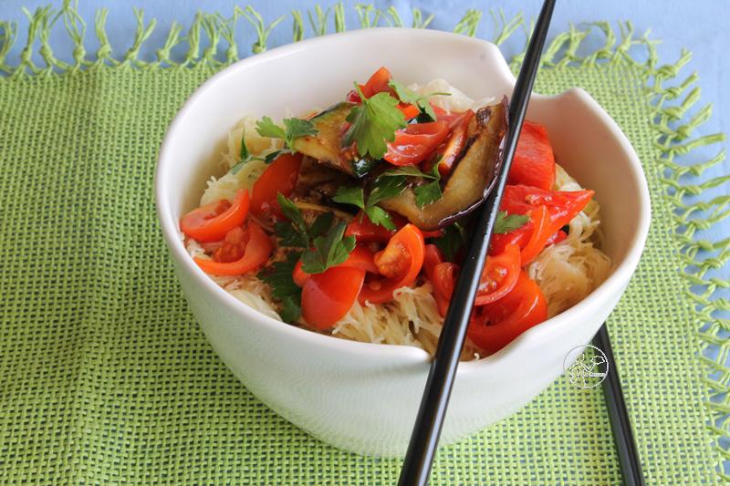 Cucinare i vermicelli di soia con verdure e calamari for Cucinare noodles