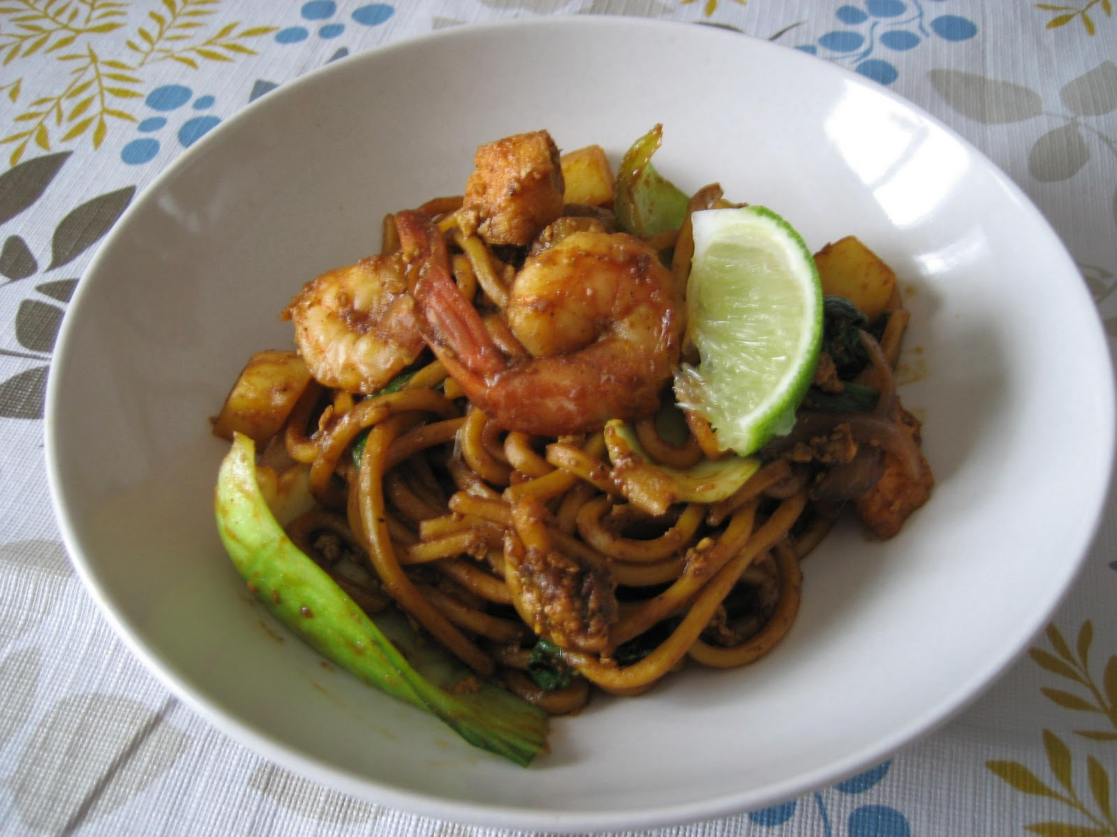 Spice Divas: Mamak Style Mee Goreng (Malaysian-Indian Fried Noodles)