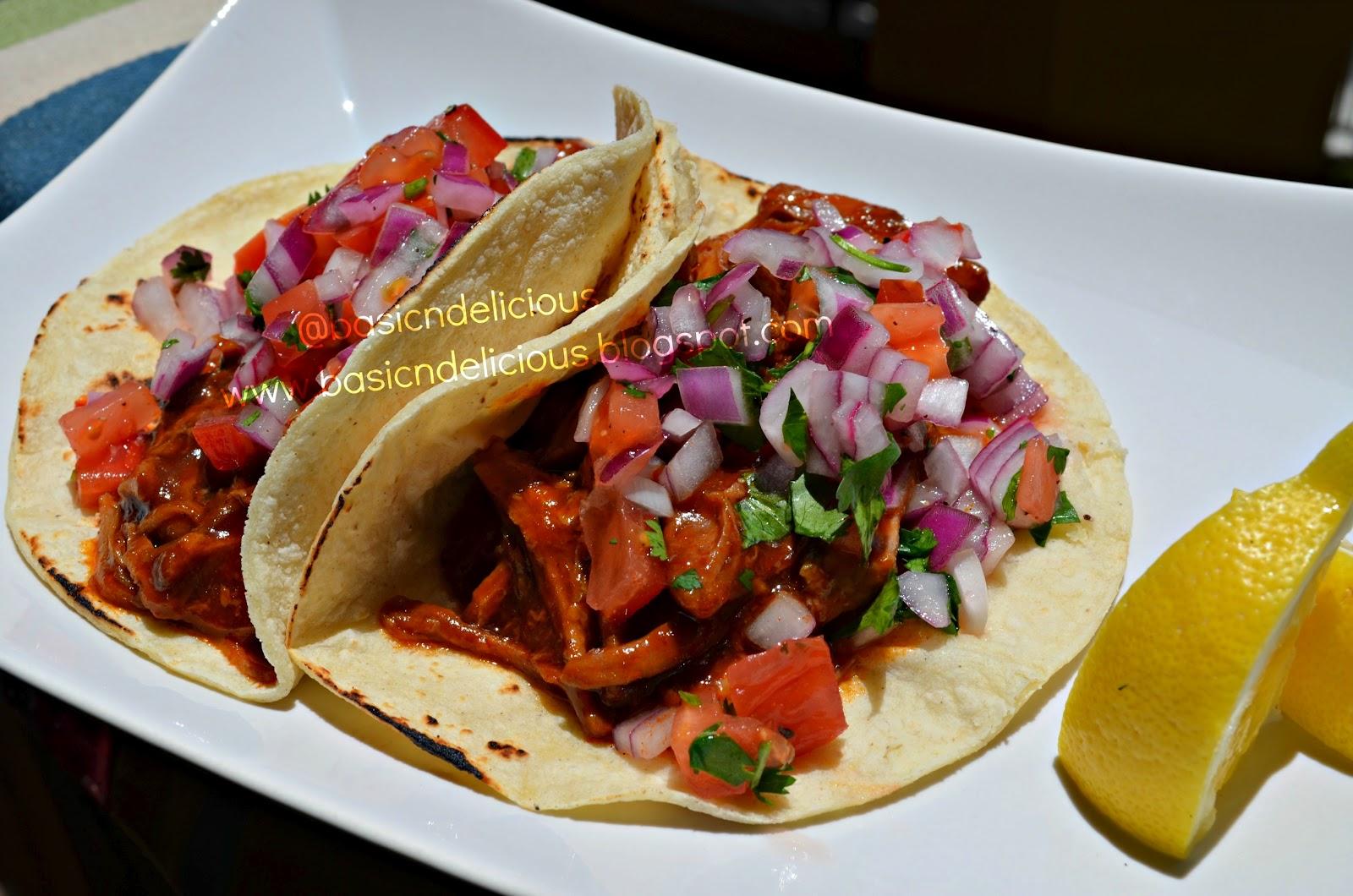 tacos de cerdo en salsa