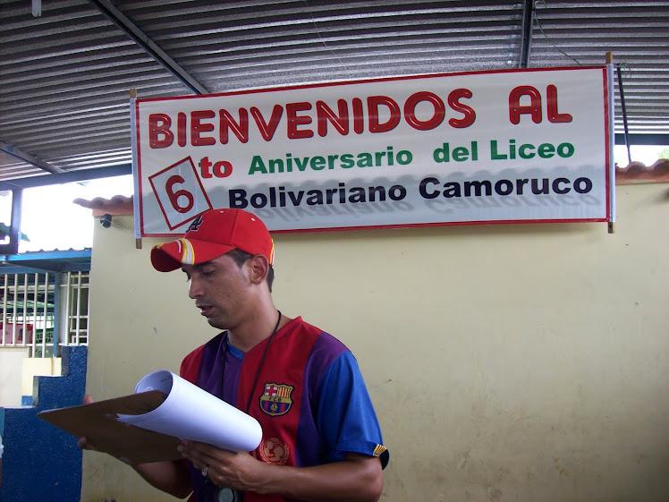 Prof. Freddy Noguera dando las instrucciones preliminares