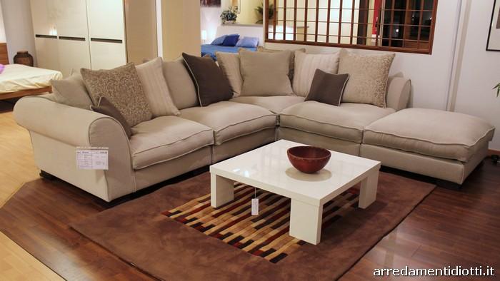 Abbinamento colori pareti beige divano marrone abbinamenti - Divano beige colore pareti ...