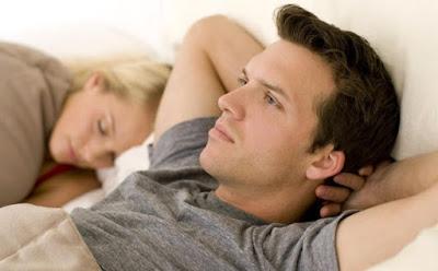 تصرفات يكرهها الزوج أثناء الجماع....تجنبيها,رجل امرأة نائمان سرير الزوجية,man woman sleeping bed