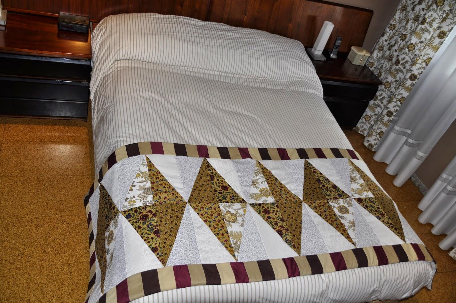 El meu raconet de patchwork calienta pies cubre pies for Cubrepies de cama
