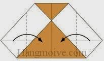 Bước 4: Gấp hai góc tờ giấy hai bên vào trong.