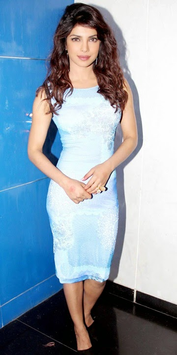 Gorgeous-priyanka-chopra-posing-in-blue-dress