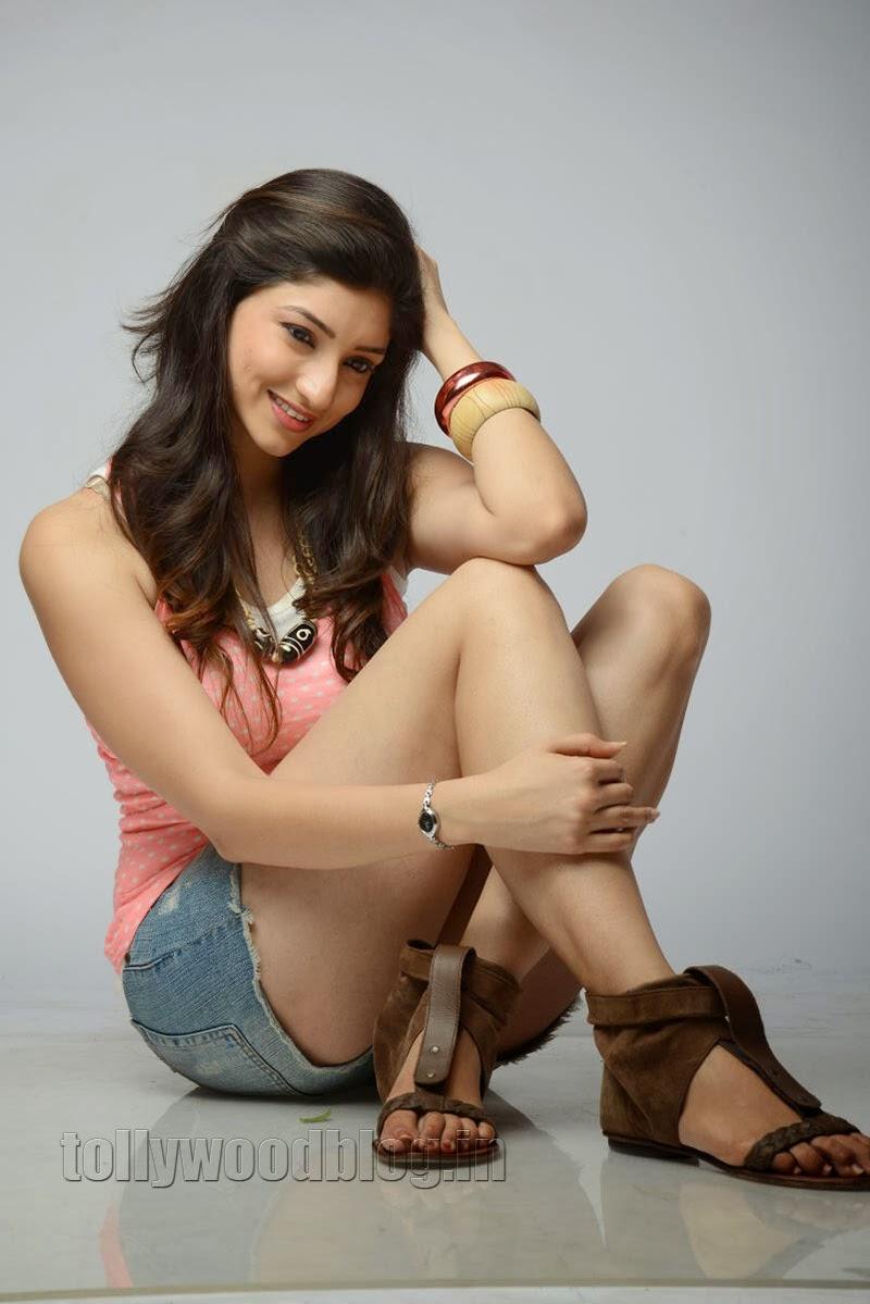Telugu Actress Tanvi Vyas Latest-Photos 2015