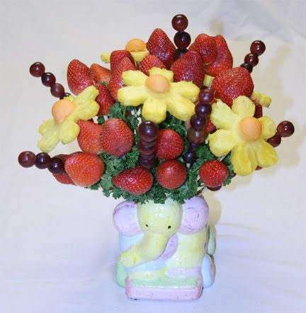 Edible arrangements how to make an edible fruit arrangement Floral arrangements with fruit