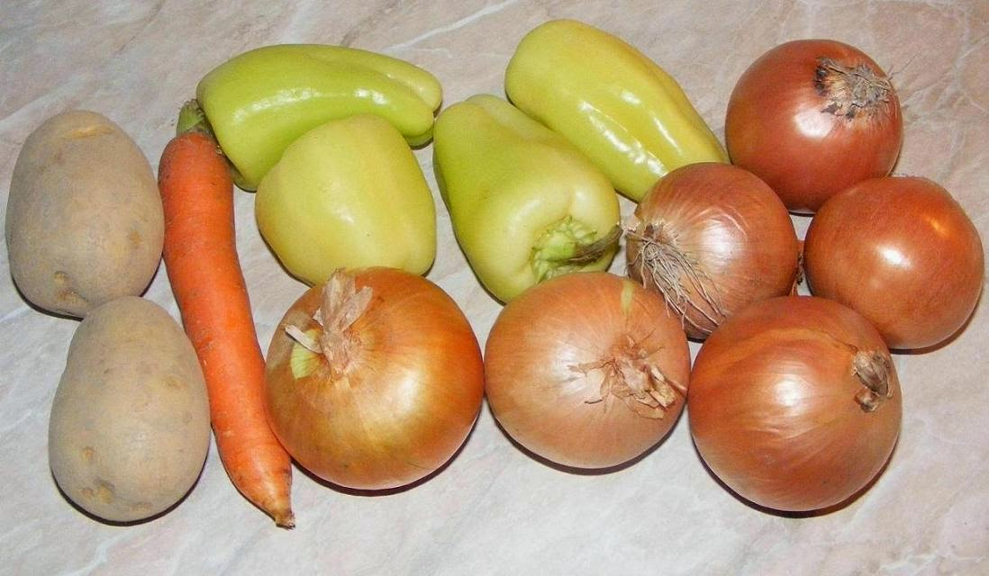 legume proaspete, legume pentru gatit, legume pentru mancare, retete cu legume, preparate din legume, legume proaspete pentru gulas unguresc, ceapa, cartofi, morcovi, ardei, legume romanesti, legume de tara, legume de curte, legume de la tarani,