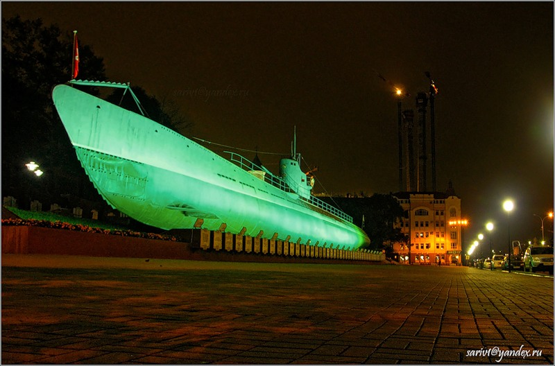 где стоит памятник подводная лодка