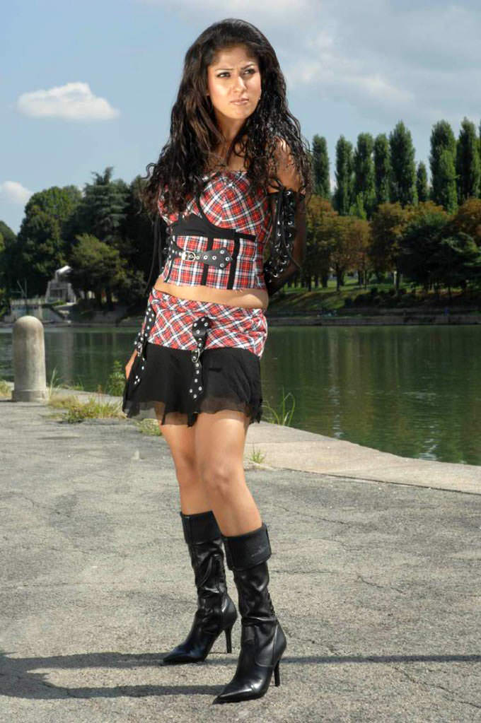 nayanthara hot thigh stills