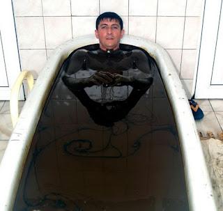 بالصور والفيديو: حمامات النفط لعلاج الأمراض فى أذربيجان