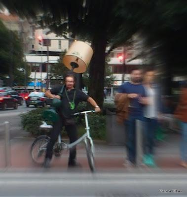 paisaje humano,bicicleta,lámpara,Planeta Bilbao