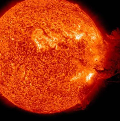 Large Solar Flare Captured in Video - Possible Disrupt in Communications