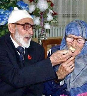 Orang Lain Terlihat Lebih Sempurna Dari Pasangan Sendiri?