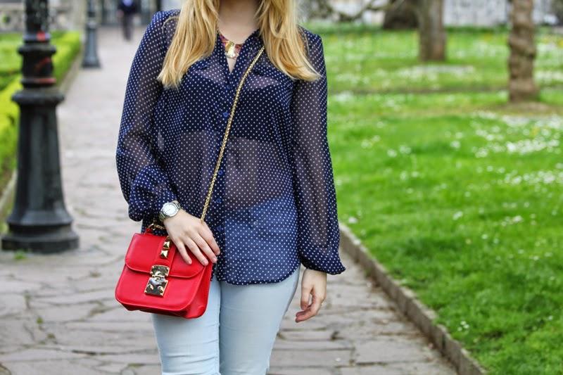 camisa_lunares_transparente-bolso_pequeño_rojo-blog_moda_bilbao