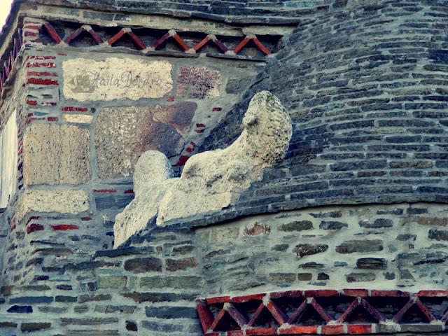 detaliu biserica densus