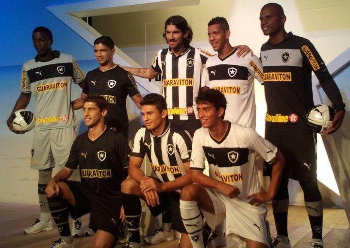O uniforme icônico da seleção italiana também serviu de inspiração para as  novas camisas do Botafogo e36c146d8545e