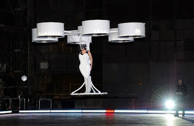 Lady Ga Ga Flying Dress Volantis