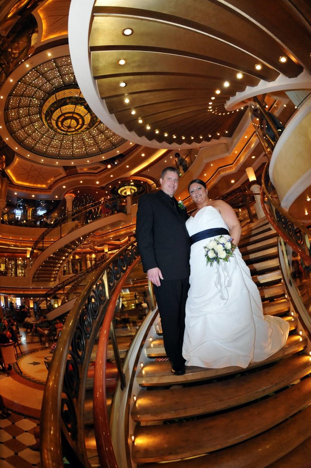 младоженци на круизен кораб