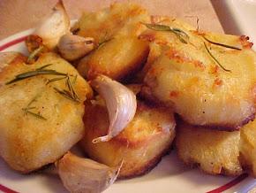Fabuleuses pommes de terre rôties au romarin et à l'ail