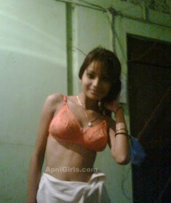 Desi Bangladeshi Girls In Bra and Sexy Dress6