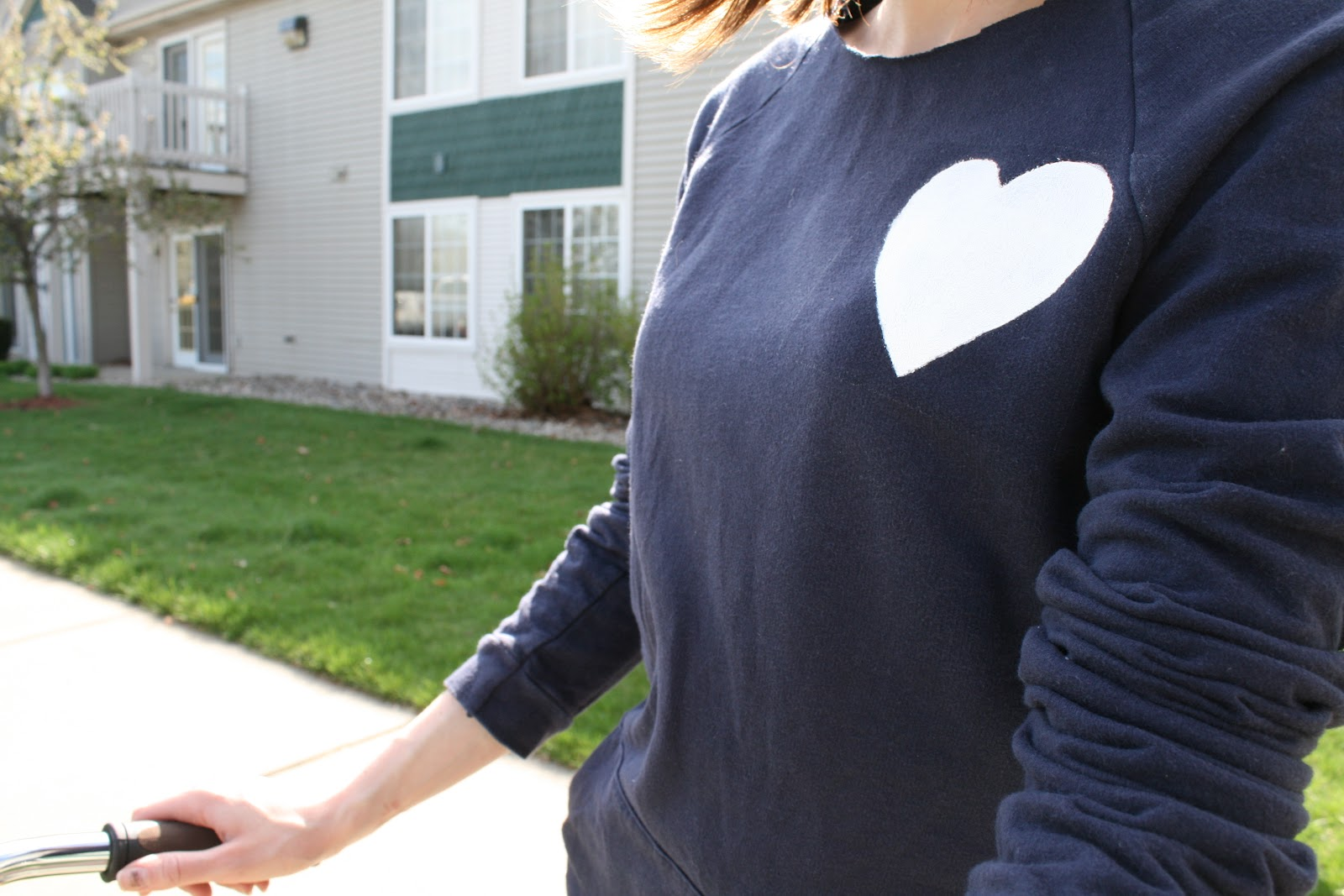 la vie DIY: Hoodie Sweatshirt Refashion (no sew!)