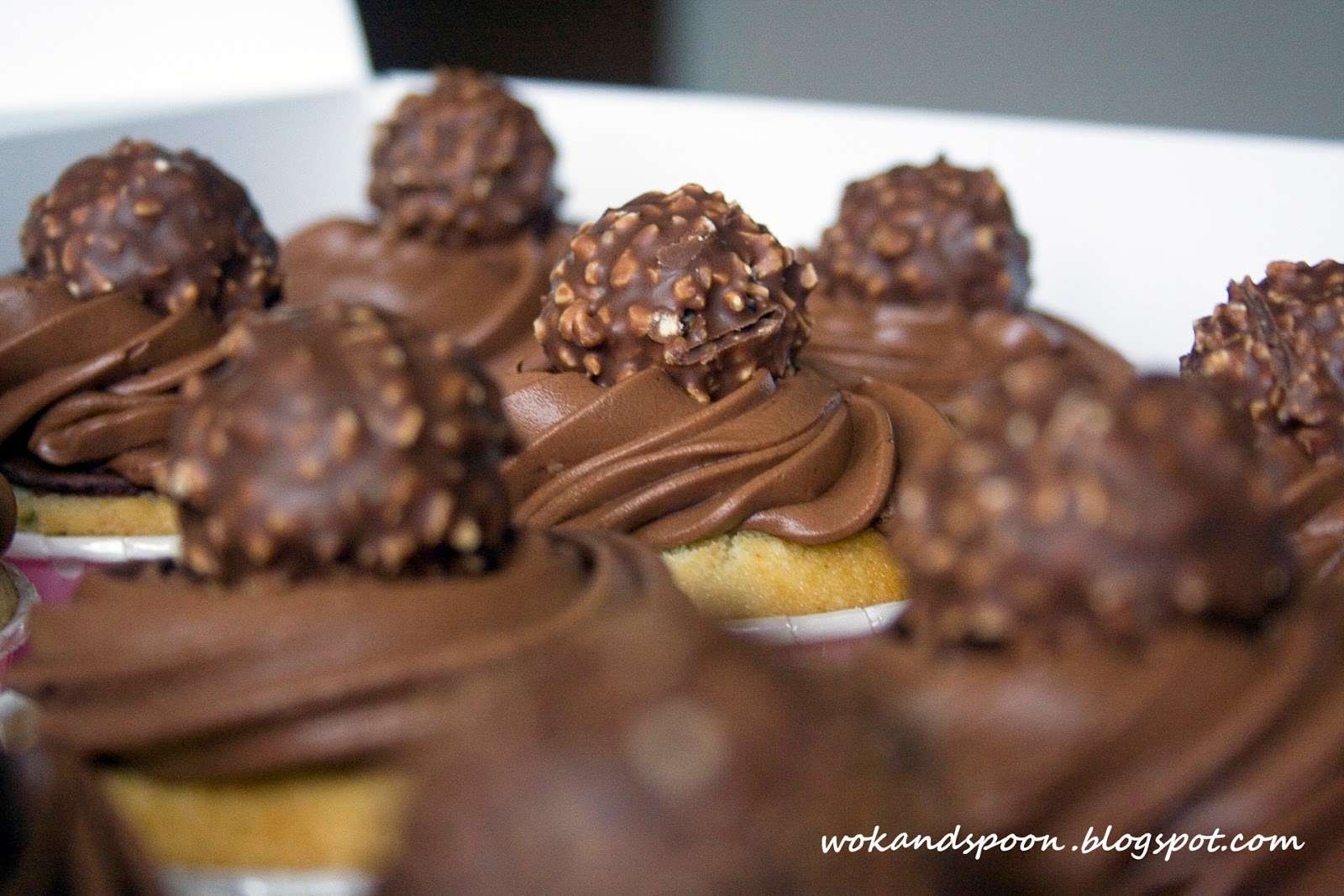 how to put ferrero rochers in a cupcake