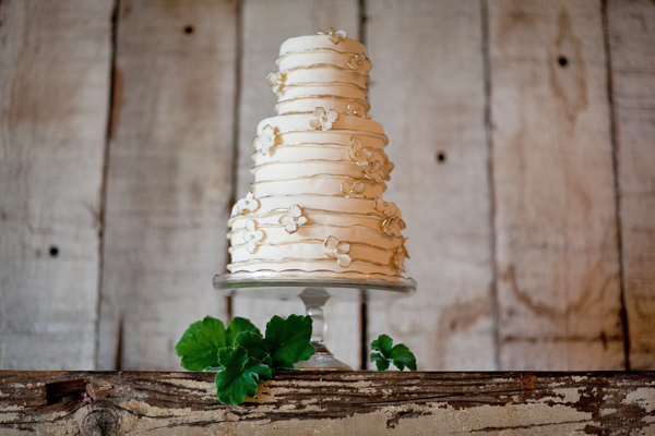 of your wedding like the gold accents on this floral striped cake