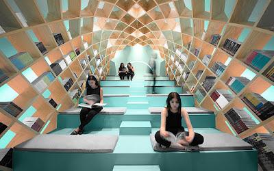Кокон для читателей в библиотеке Монтерей, Мексика