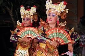 http://www.kisahkamu.info/2013/12/sejarah-asal-usul-tari-legong-yang.html