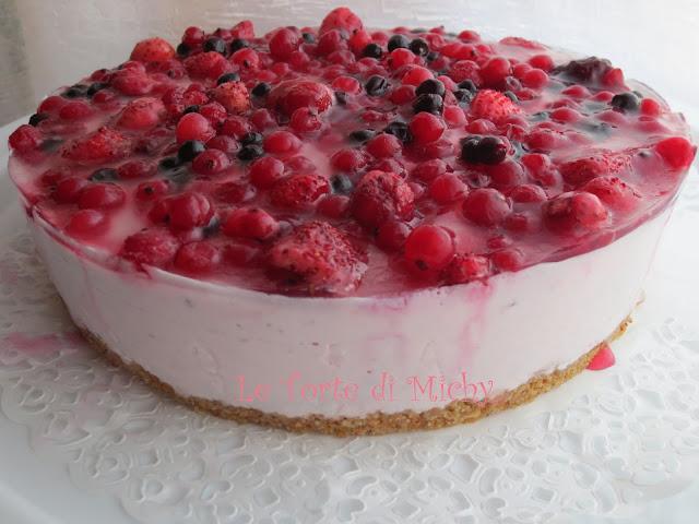 torta semifreddo allo yogurt con frutti di bosco
