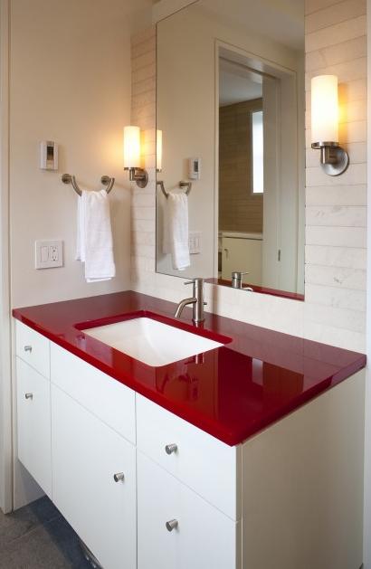 Baños Pequenos Con Ducha Rojos: con su color rojo y el resto en blanco Es una buena opción si os