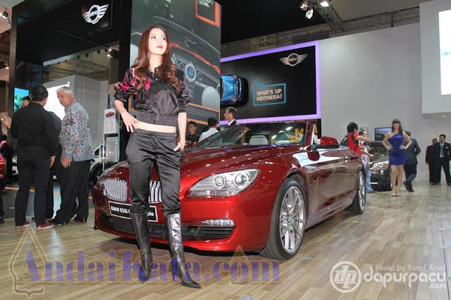 Model-model Cantik di IIMS Motor Show